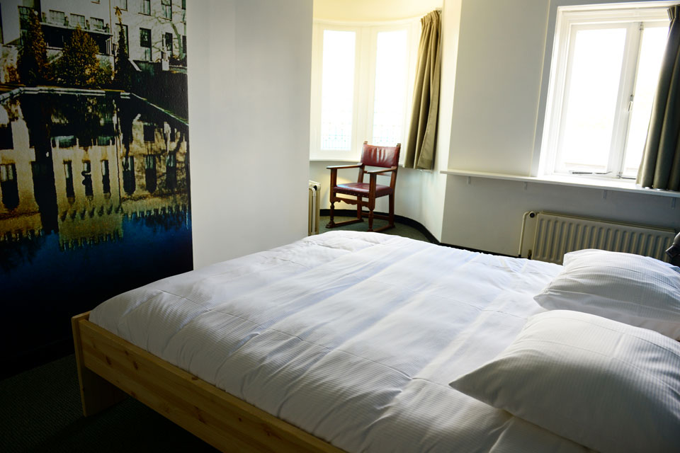 Hostel Roots - Economy private rooms - Bed torentje - Hostel Roots - fotowand