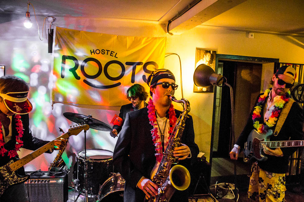Saxofonist-Basement-bar-Hostel-Roots